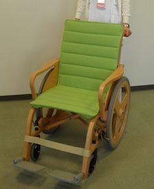 開発受託サービス|非磁性体木製車いす